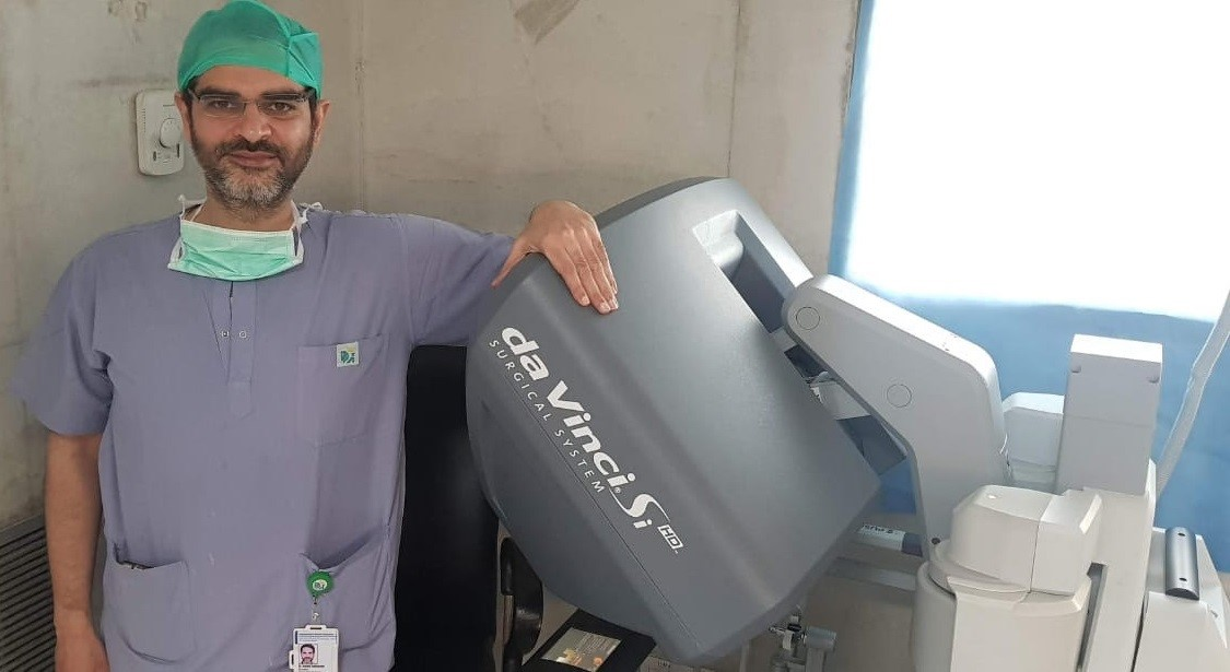 best robotic surgeon in delhi dr ashish sabharwal