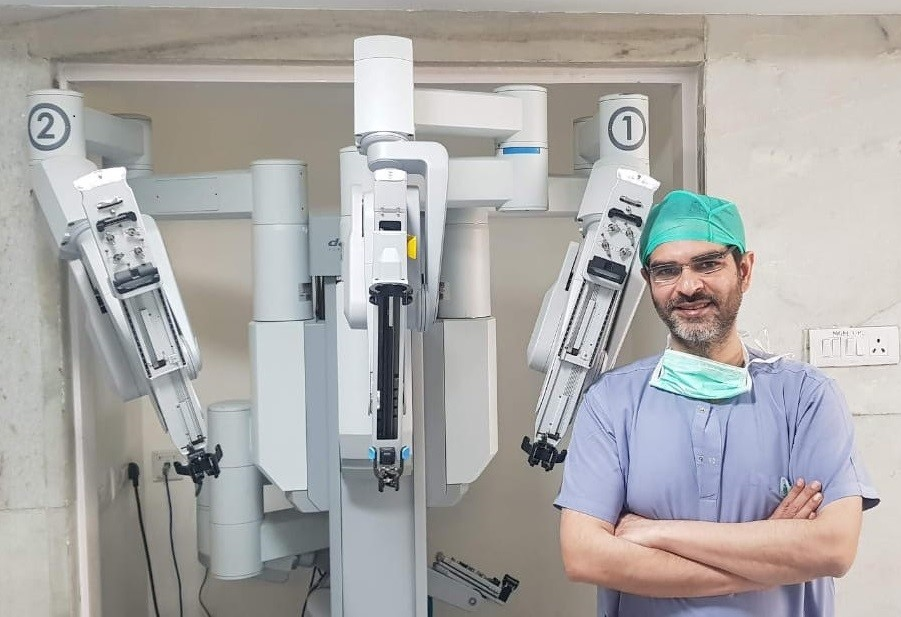 dr ashish sabharwal best robotic surgeon in delhi